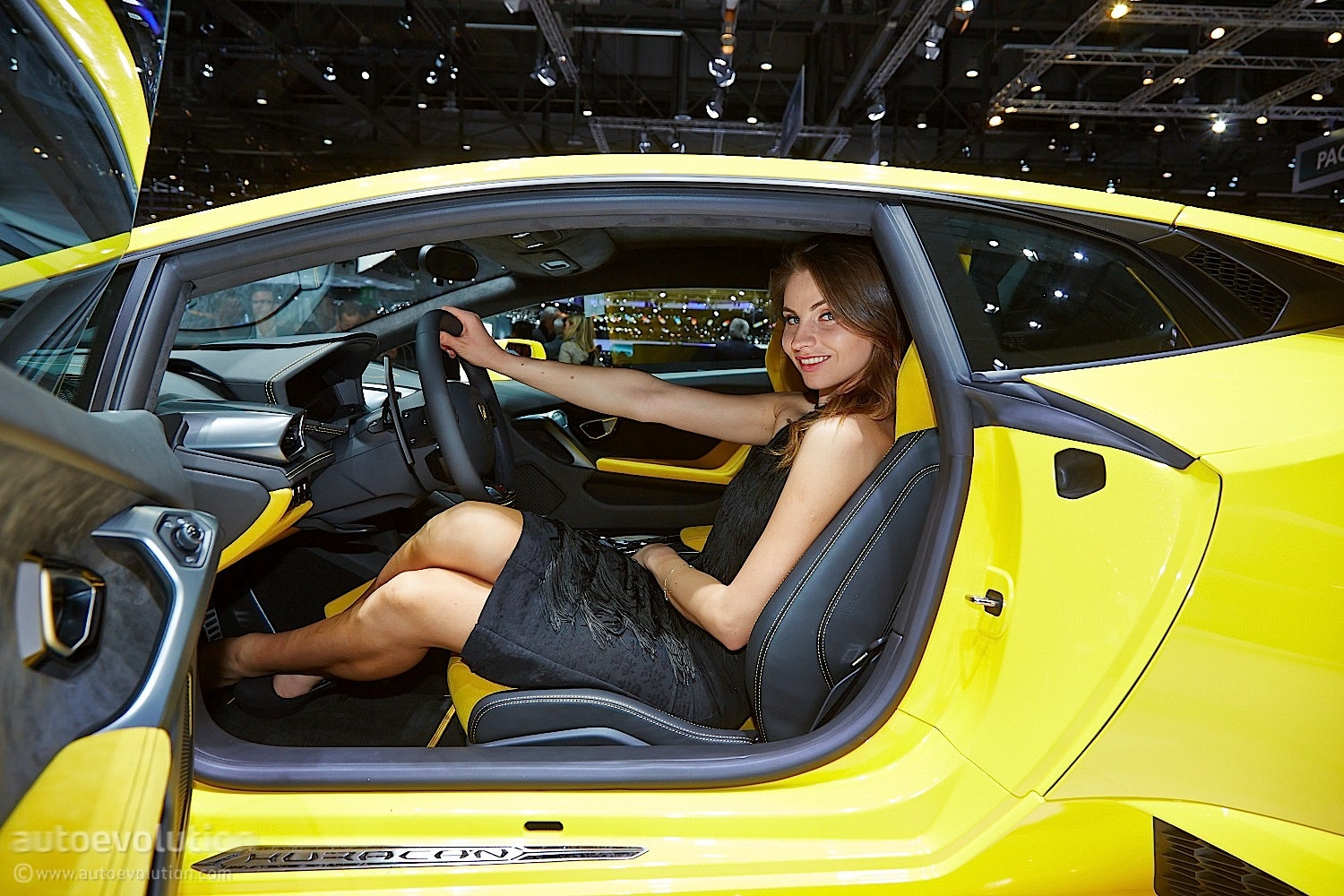 Hot Girls of Geneva 2014 [Live Photos] - autoevolution