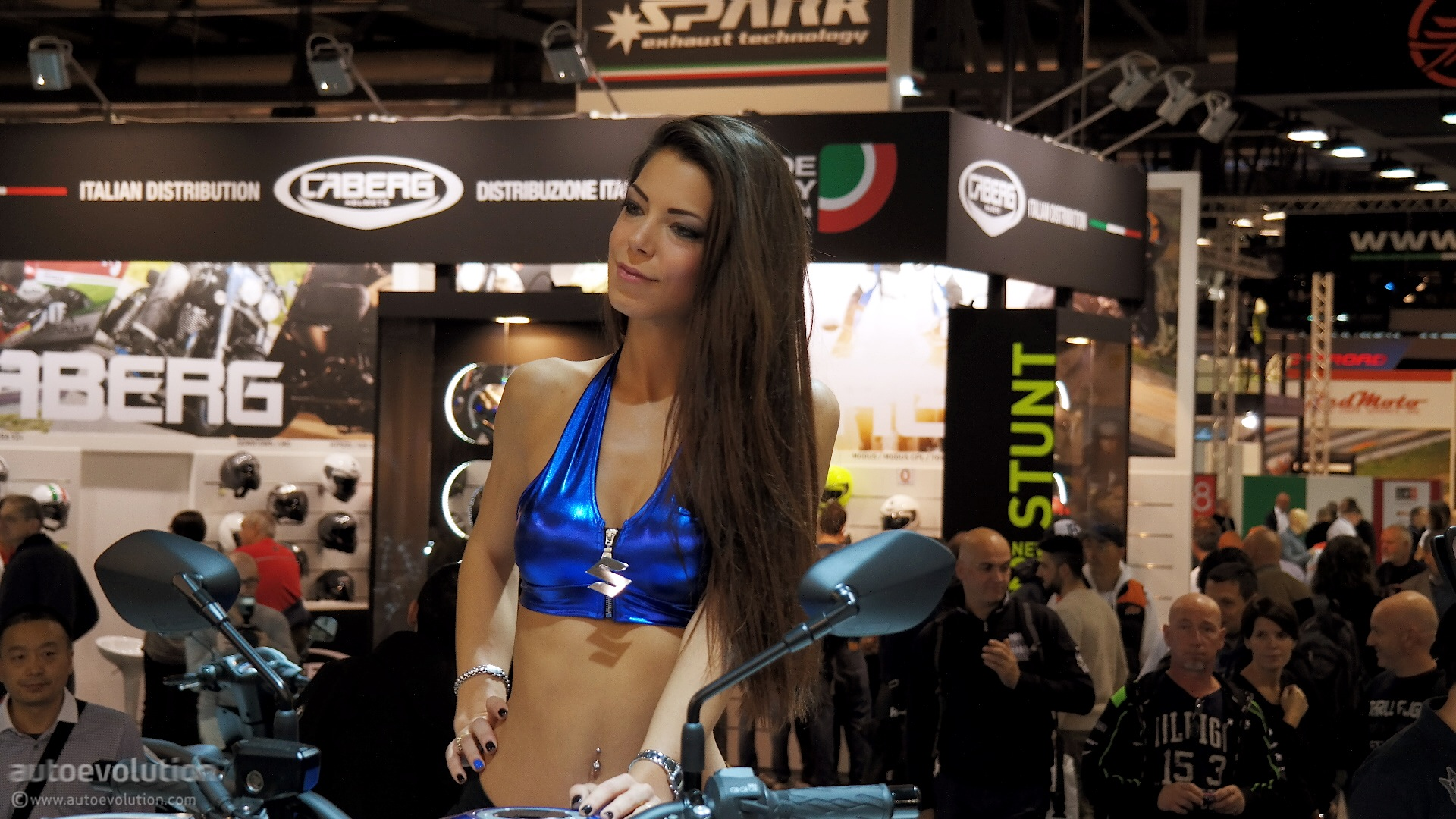 EICMA 2014 Belles Fall in Love with autoevolution ...