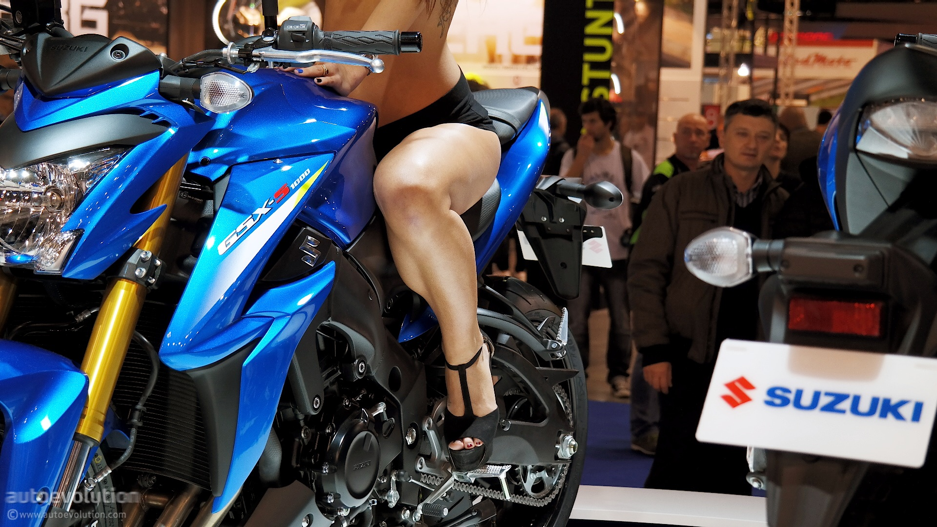 Hot Girls of the 2014 EICMA Bike Show: Part 2 [Live Photos ...