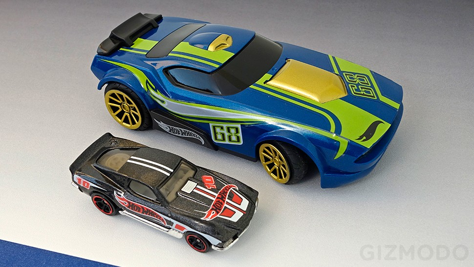 hot wheels ai rc racing game comes with driving aid. Black Bedroom Furniture Sets. Home Design Ideas