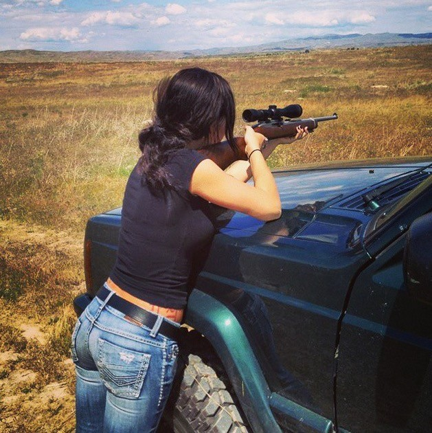 Hot Yoga Girl Combines Stretching with Jeeps and It's Inspiring