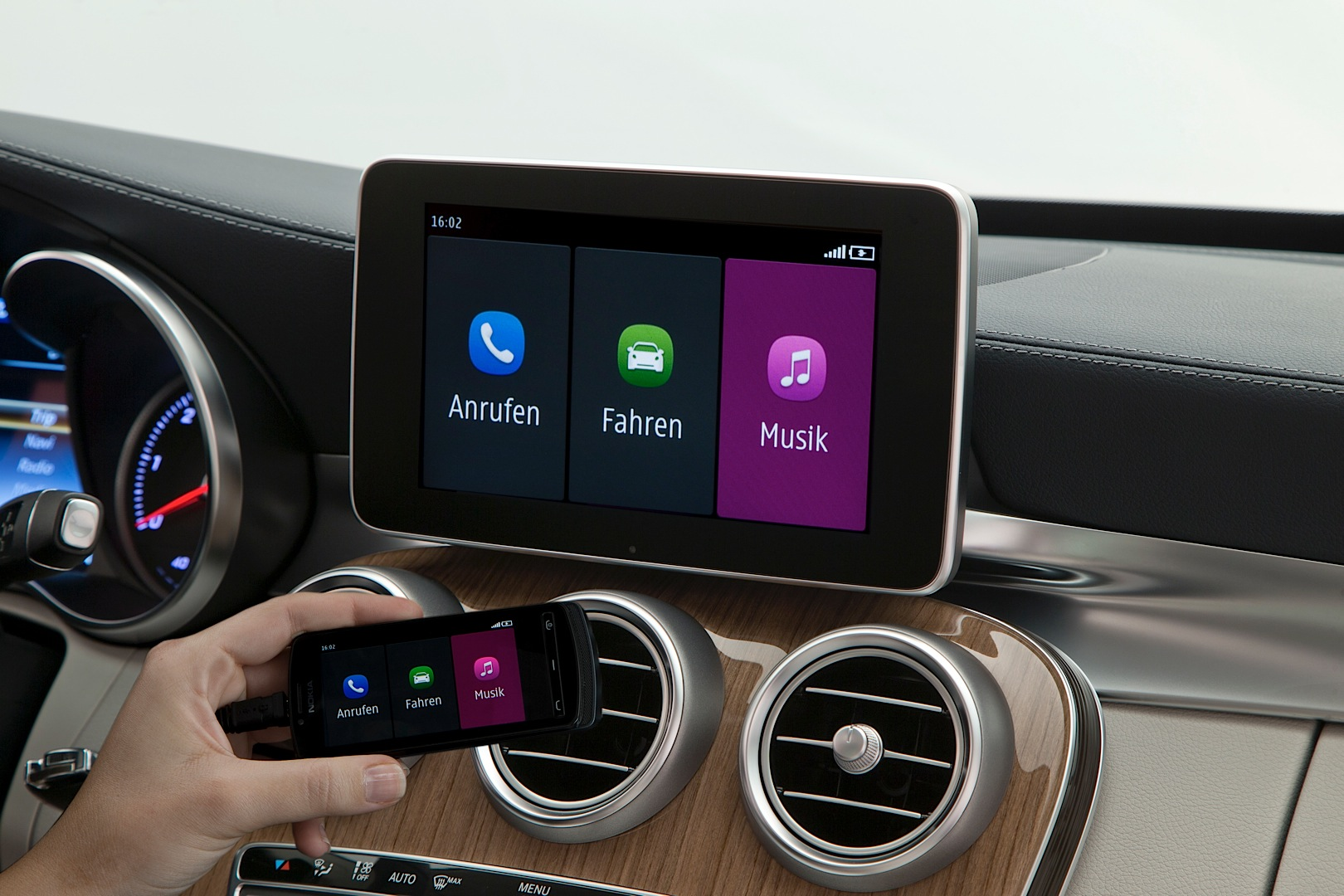 how apple carplay works on the new c class w205. Black Bedroom Furniture Sets. Home Design Ideas