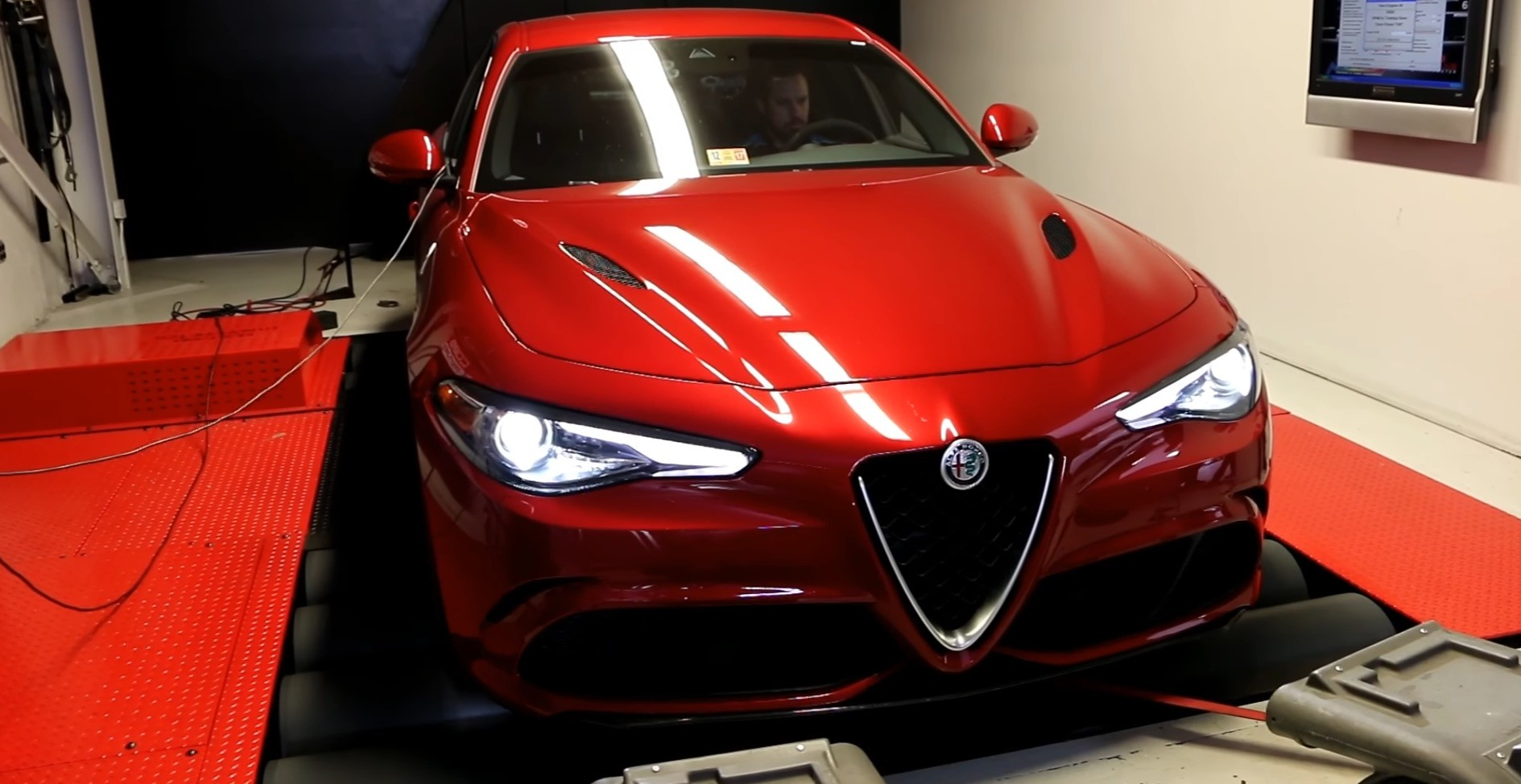 alfa romeo giulia quadrifoglio gets dyno tested results are not as expected autoevolution. Black Bedroom Furniture Sets. Home Design Ideas