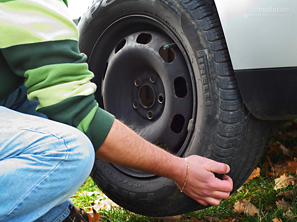 All In One Auto >> How to Change a Tire - autoevolution