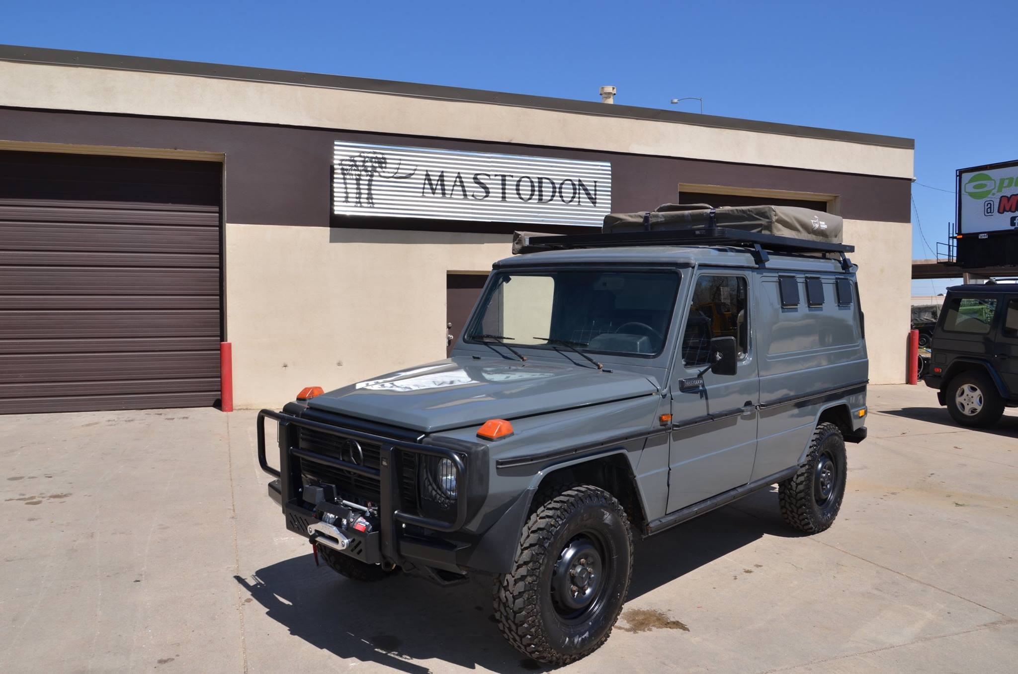 how to have a g wagon that 39 s cheap and original using army surplus autoevolution. Black Bedroom Furniture Sets. Home Design Ideas