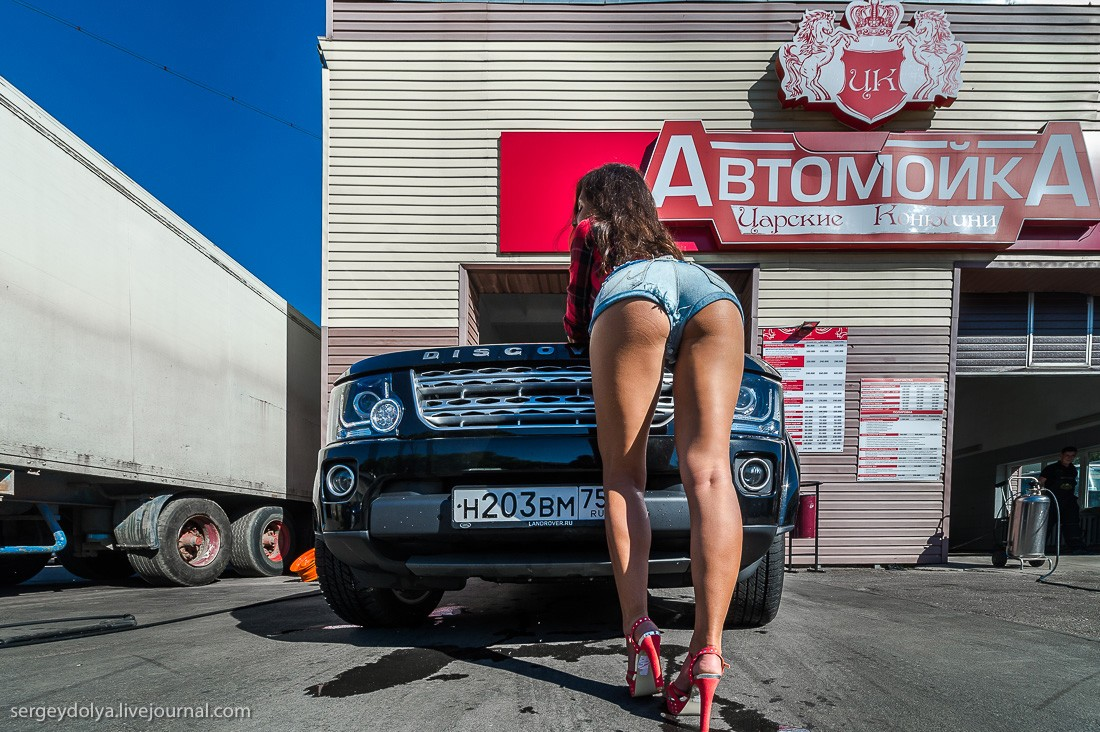 Good Guys Auto >> How to Wash a Land Rover Using a Fit Russian Brunette Model - autoevolution