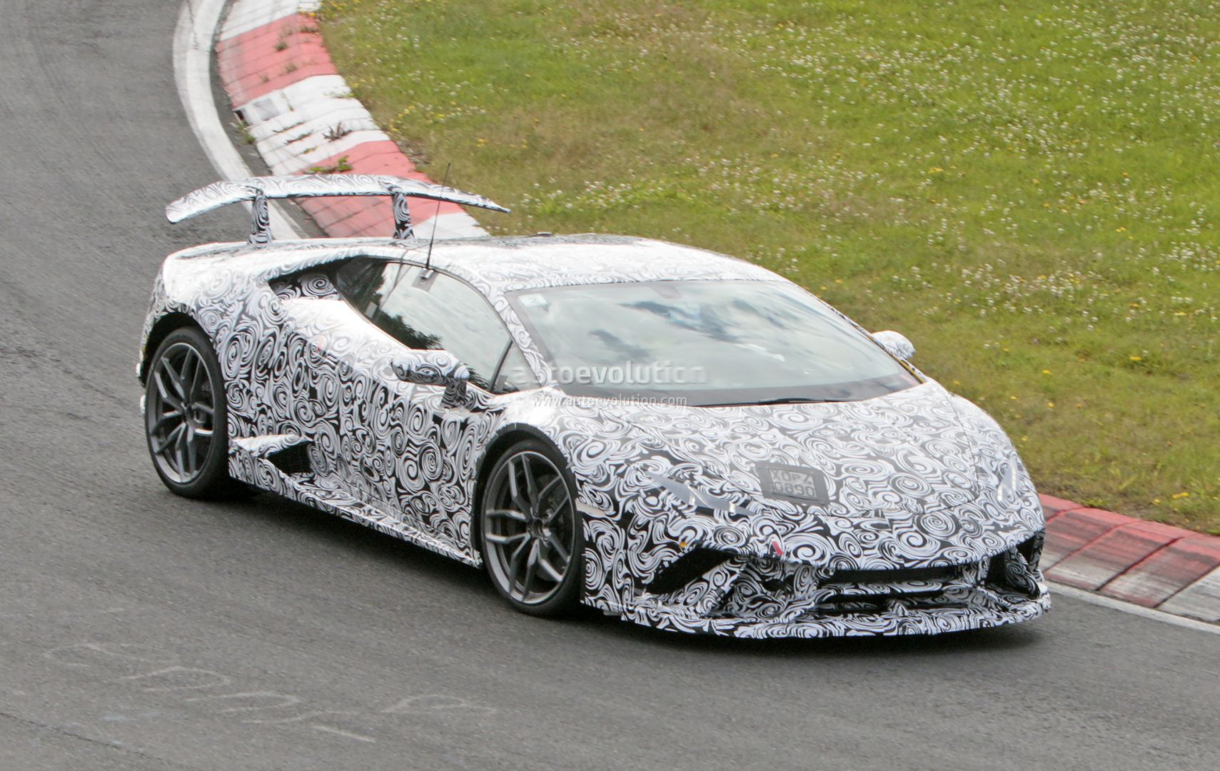 Huracan Superleggera And Green Aventador Miura Homage Spied With Minimal Camo Autoevolution