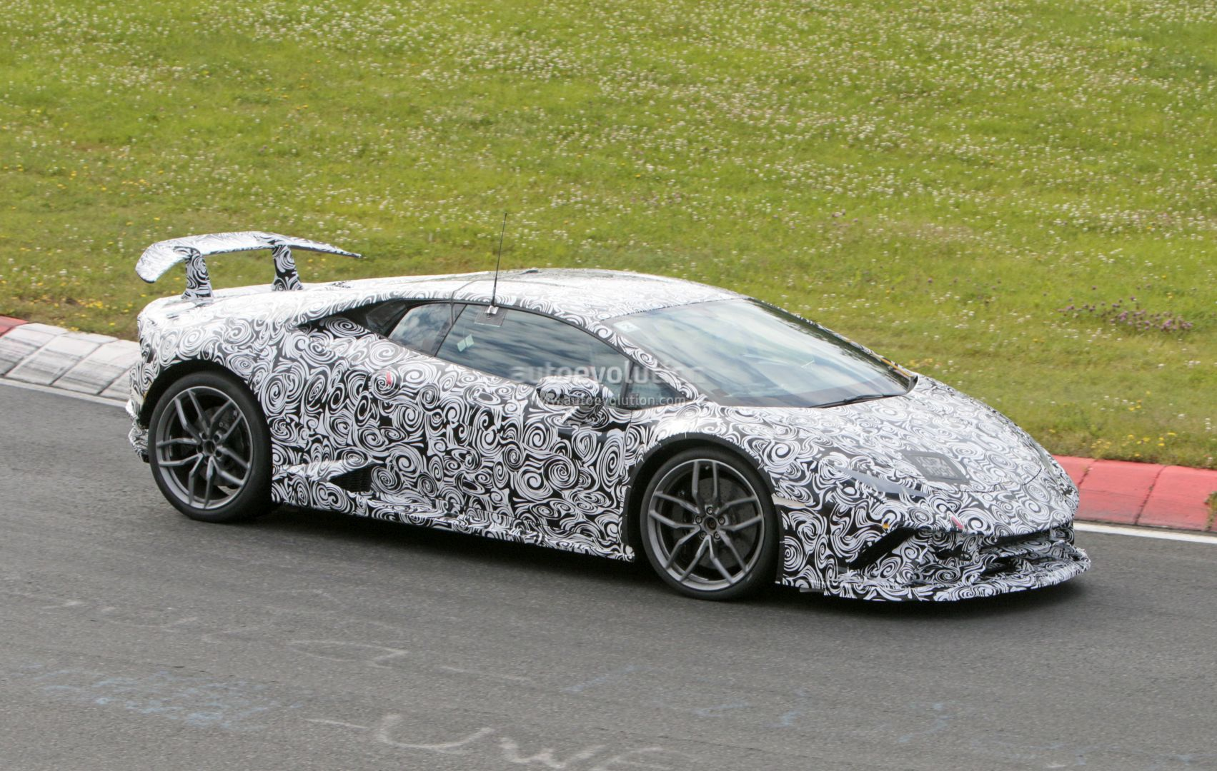 huracan superleggera and green aventador miura homage spied with minimal camo. Black Bedroom Furniture Sets. Home Design Ideas
