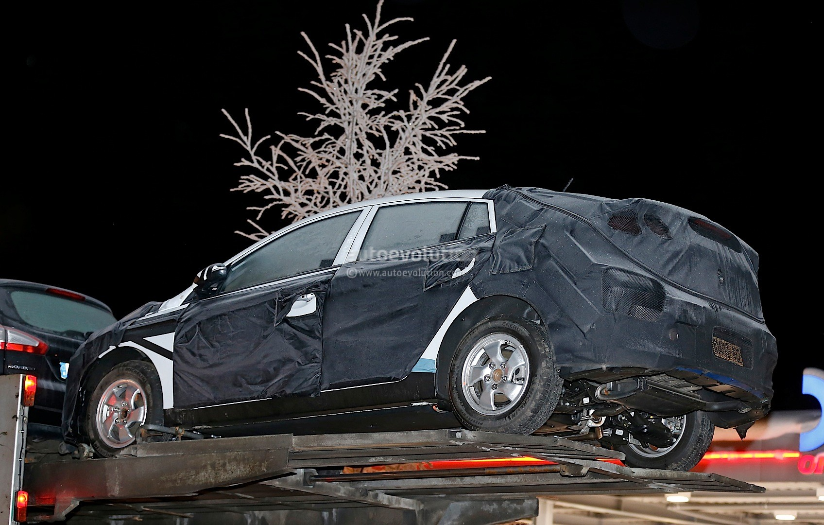 2016 - [Hyundai] Ioniq Hybrid-hyundai-elantra-like-prototype-spied-to-start-production-in-2016-photo-gallery_6