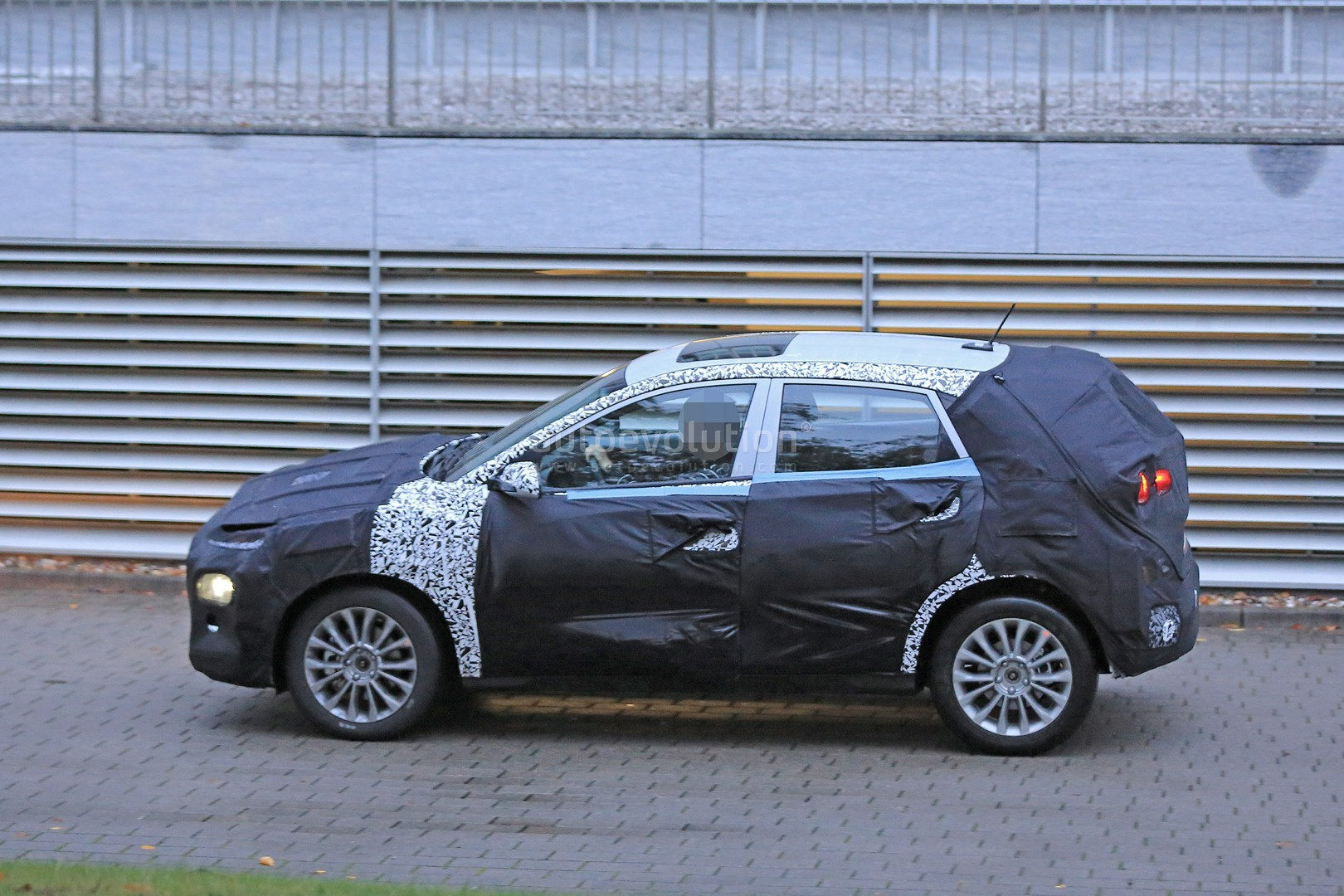 hyundai b suv prototype spied with c4 cactus face and. Black Bedroom Furniture Sets. Home Design Ideas