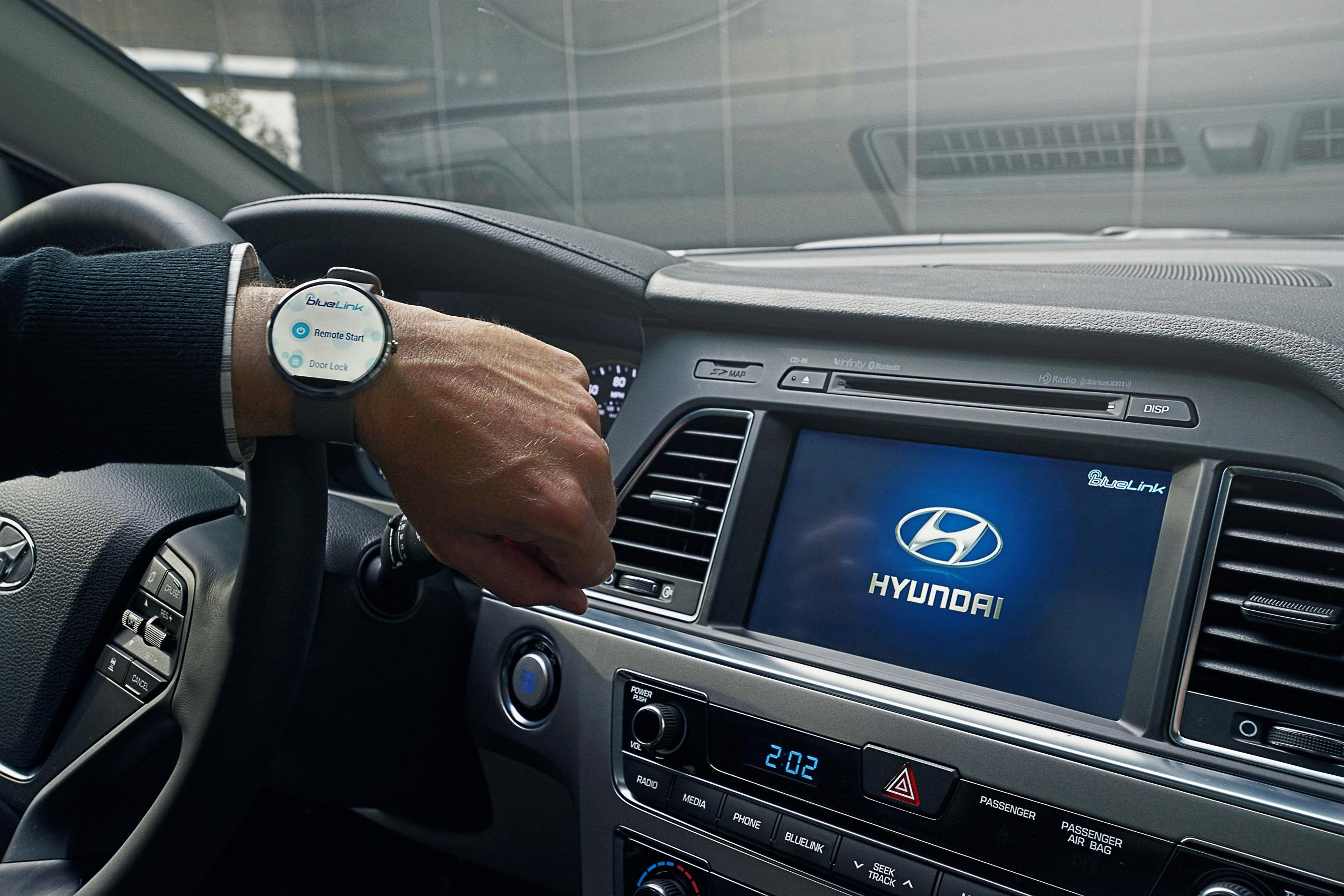 hyundai blue link debuting voice recognition smartwatch app at 2015 ces autoevolution. Black Bedroom Furniture Sets. Home Design Ideas