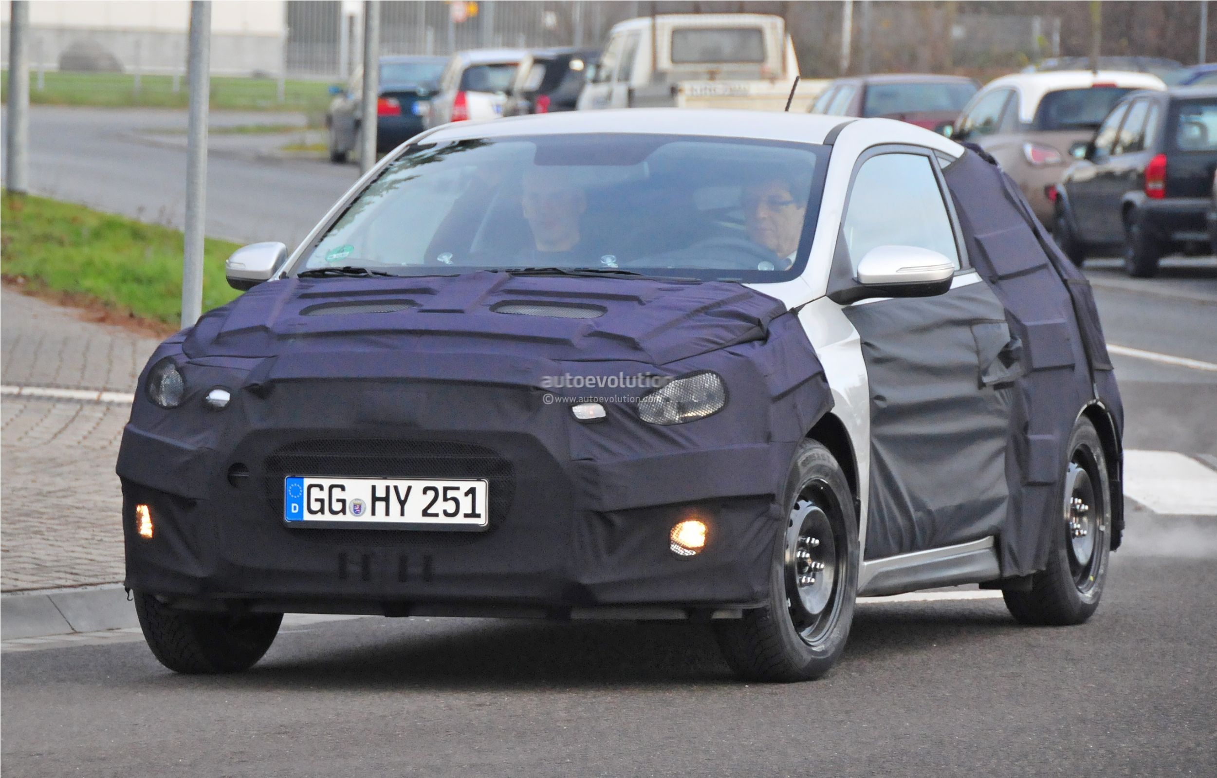 2015 - [Hyundai] i20 Coupé Hyundai-i20-coupe-spied-in-germany-photo-gallery_2