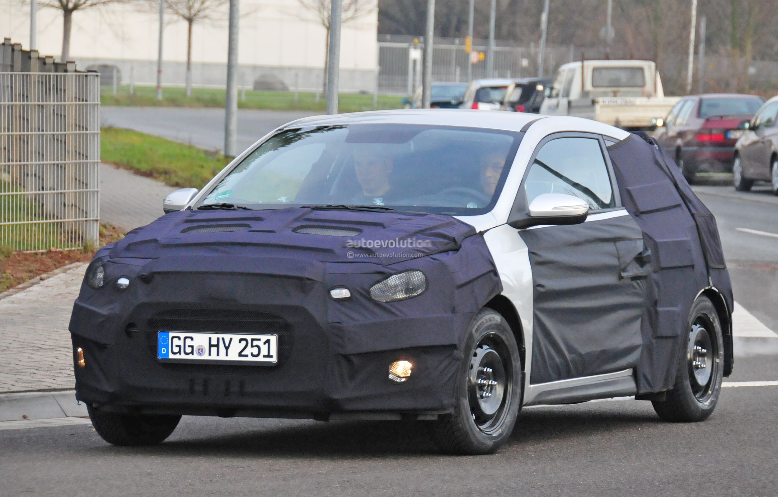 2015 - [Hyundai] i20 Coupé Hyundai-i20-coupe-spied-in-germany-photo-gallery_3