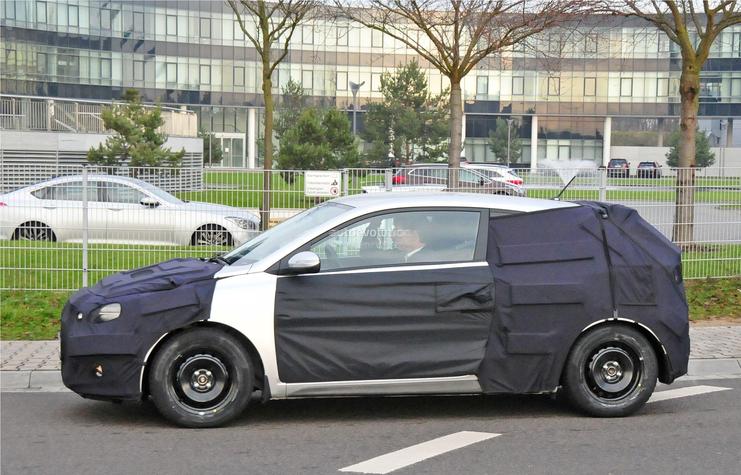 2015 - [Hyundai] i20 Coupé Hyundai-i20-coupe-spied-in-germany-photo-gallery_5