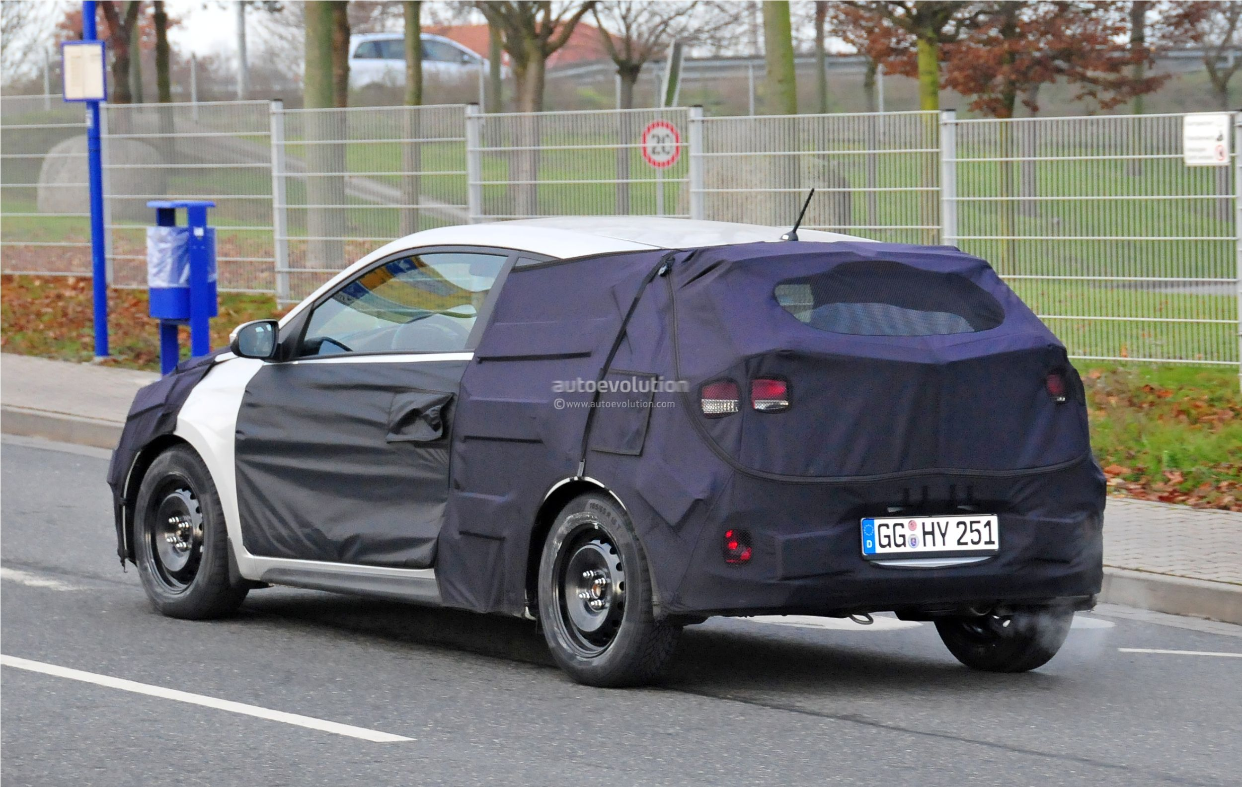 2015 - [Hyundai] i20 Coupé Hyundai-i20-coupe-spied-in-germany-photo-gallery_6