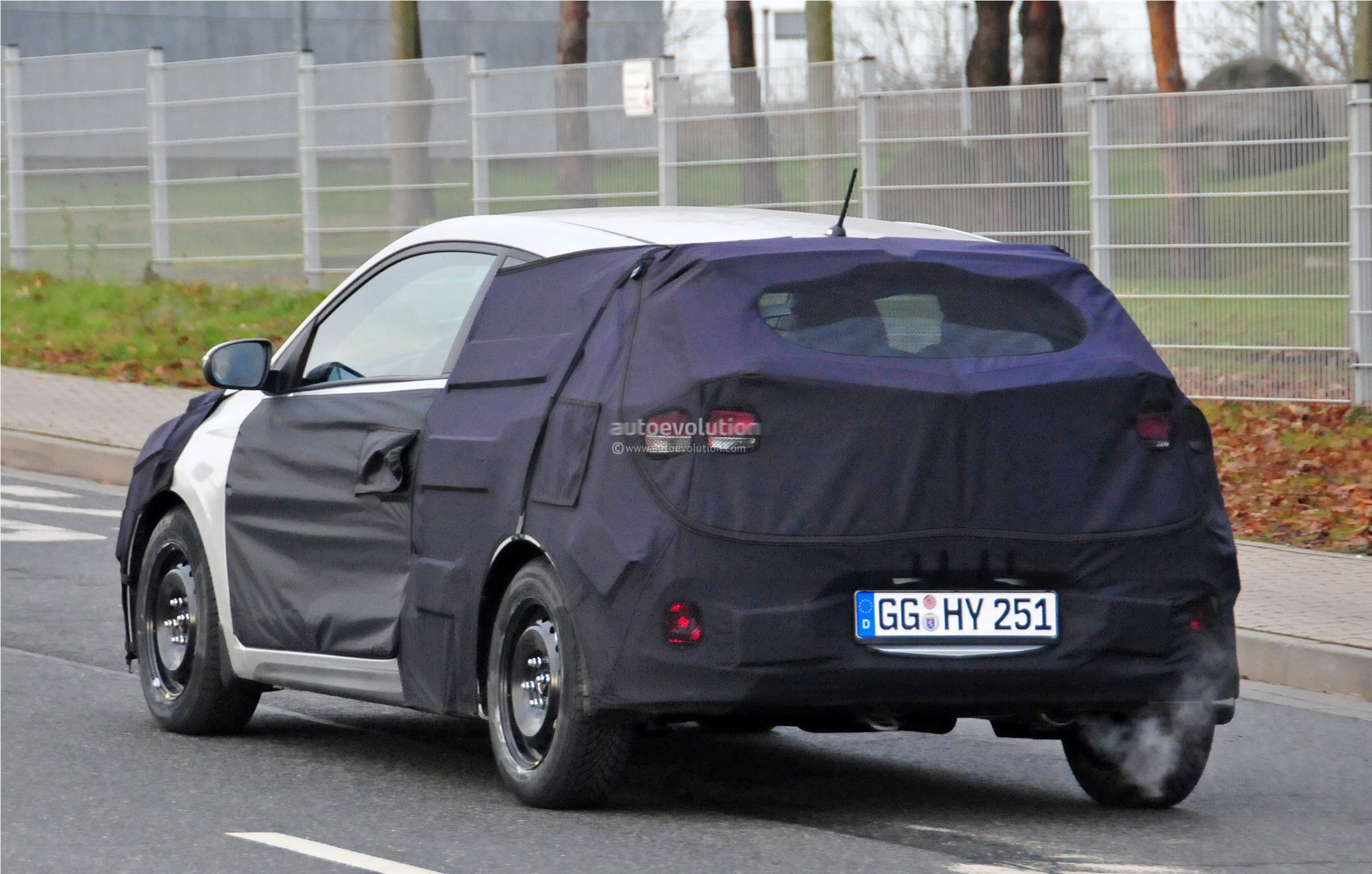 2015 - [Hyundai] i20 Coupé Hyundai-i20-coupe-spied-in-germany-photo-gallery_7