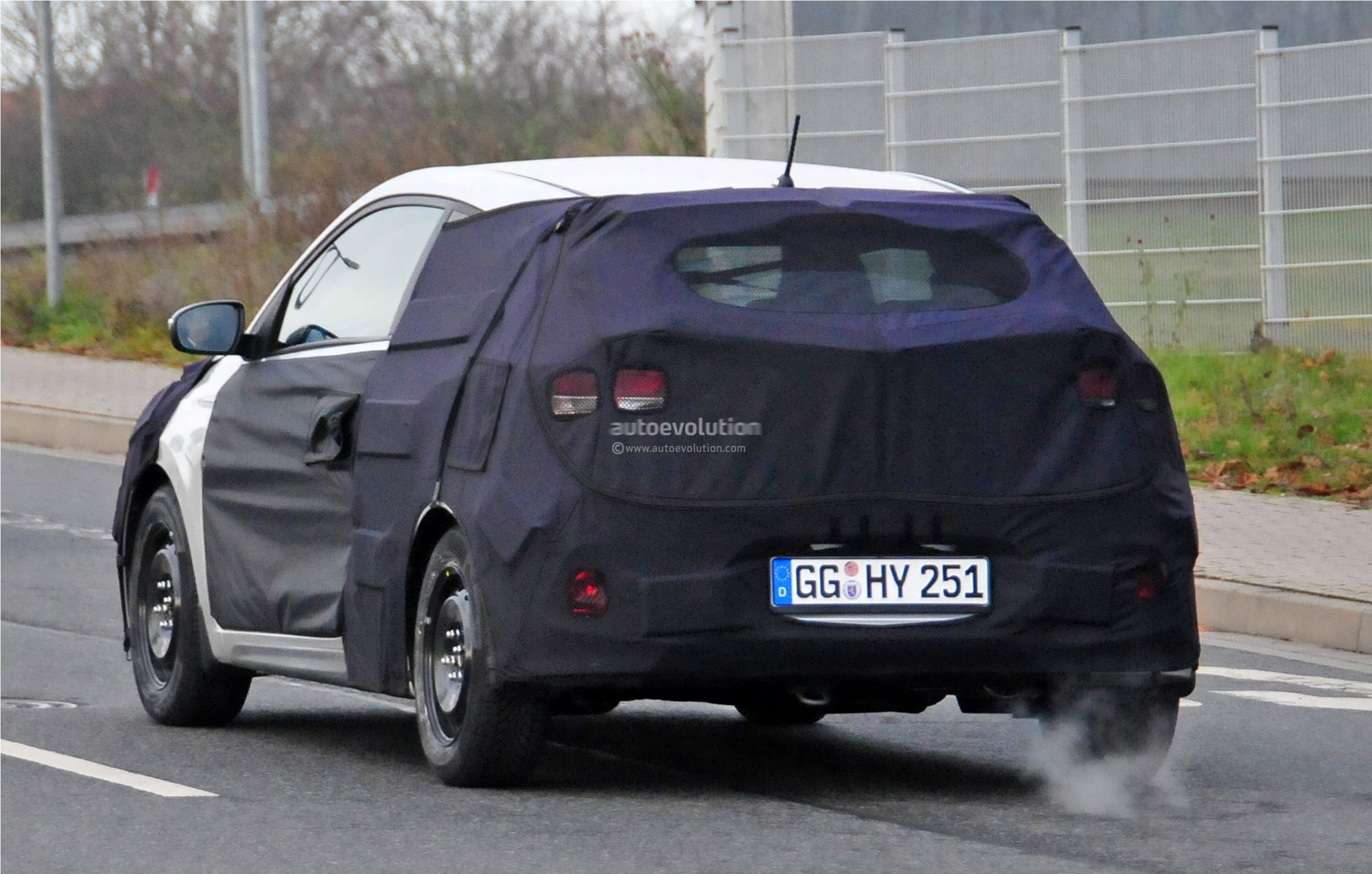 2015 - [Hyundai] i20 Coupé Hyundai-i20-coupe-spied-in-germany-photo-gallery_8