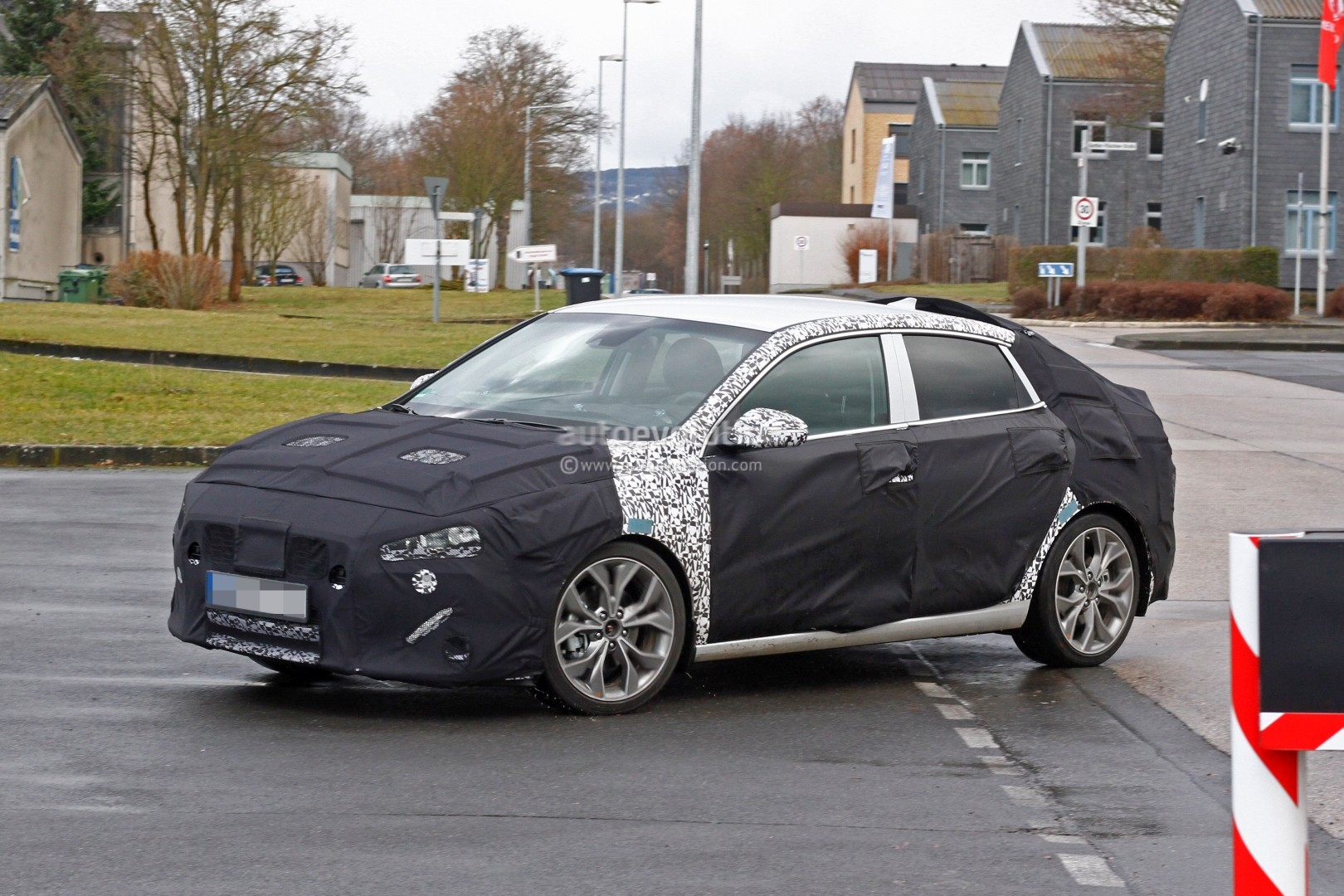 hyundai i30 elantra fastback spied could come to us as affordable 5 door coupe autoevolution. Black Bedroom Furniture Sets. Home Design Ideas