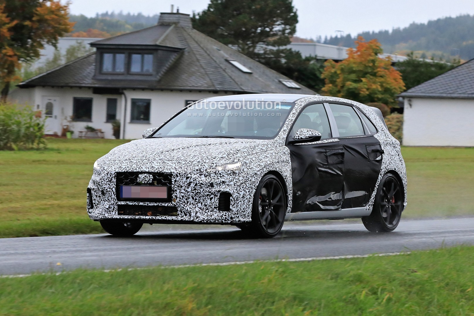 2020 - [Hyundai] I30 III 5p/SW/Fastback Facelift Hyundai-i30-n-facelift-spied-less-disguised-is-out-for-gti-blood_12