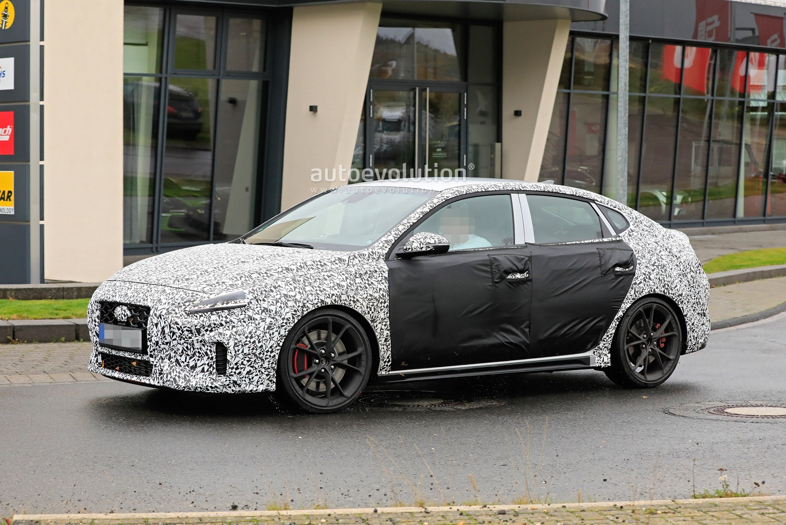 2020 - [Hyundai] I30 III 5p/SW/Fastback Facelift Hyundai-i30-n-facelift-spied-less-disguised-is-out-for-gti-blood_13