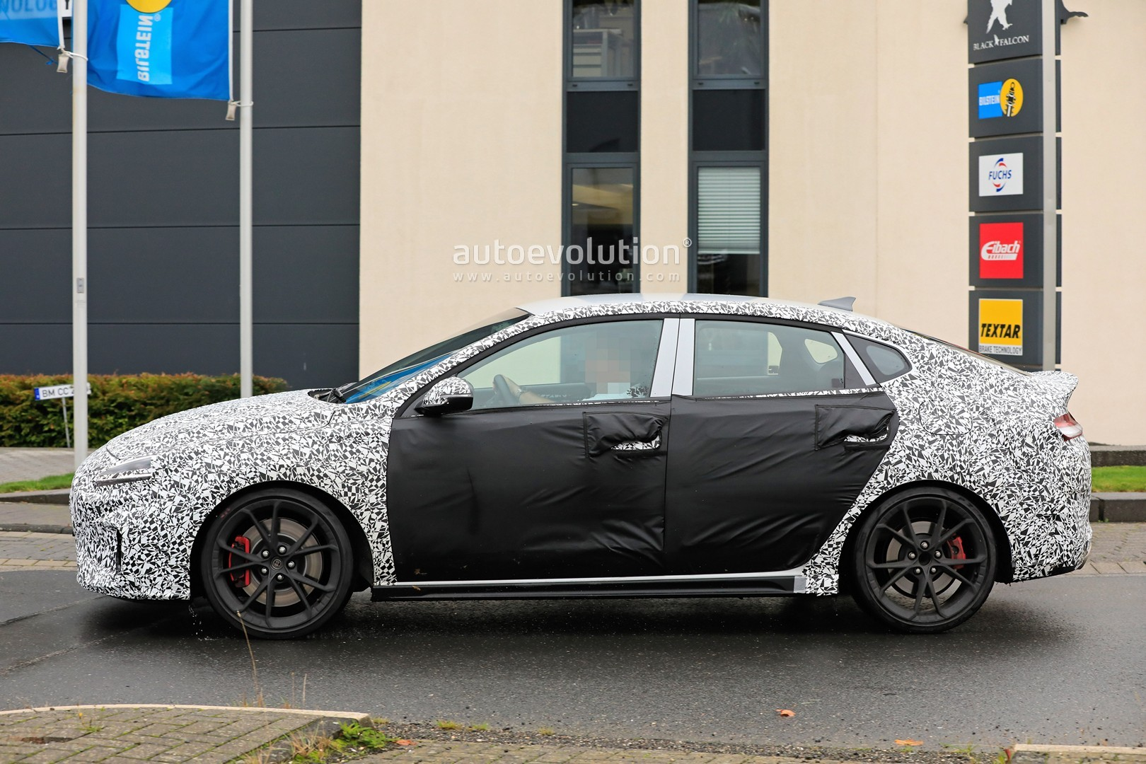 2020 - [Hyundai] I30 III 5p/SW/Fastback Facelift Hyundai-i30-n-facelift-spied-less-disguised-is-out-for-gti-blood_14