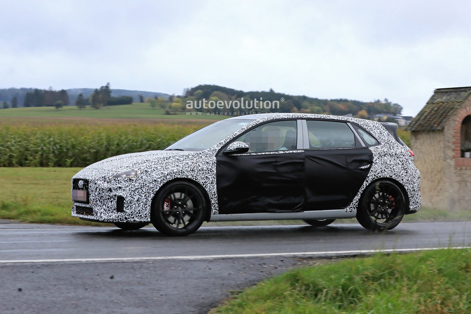 2020 - [Hyundai] I30 III 5p/SW/Fastback Facelift Hyundai-i30-n-facelift-spied-less-disguised-is-out-for-gti-blood_18