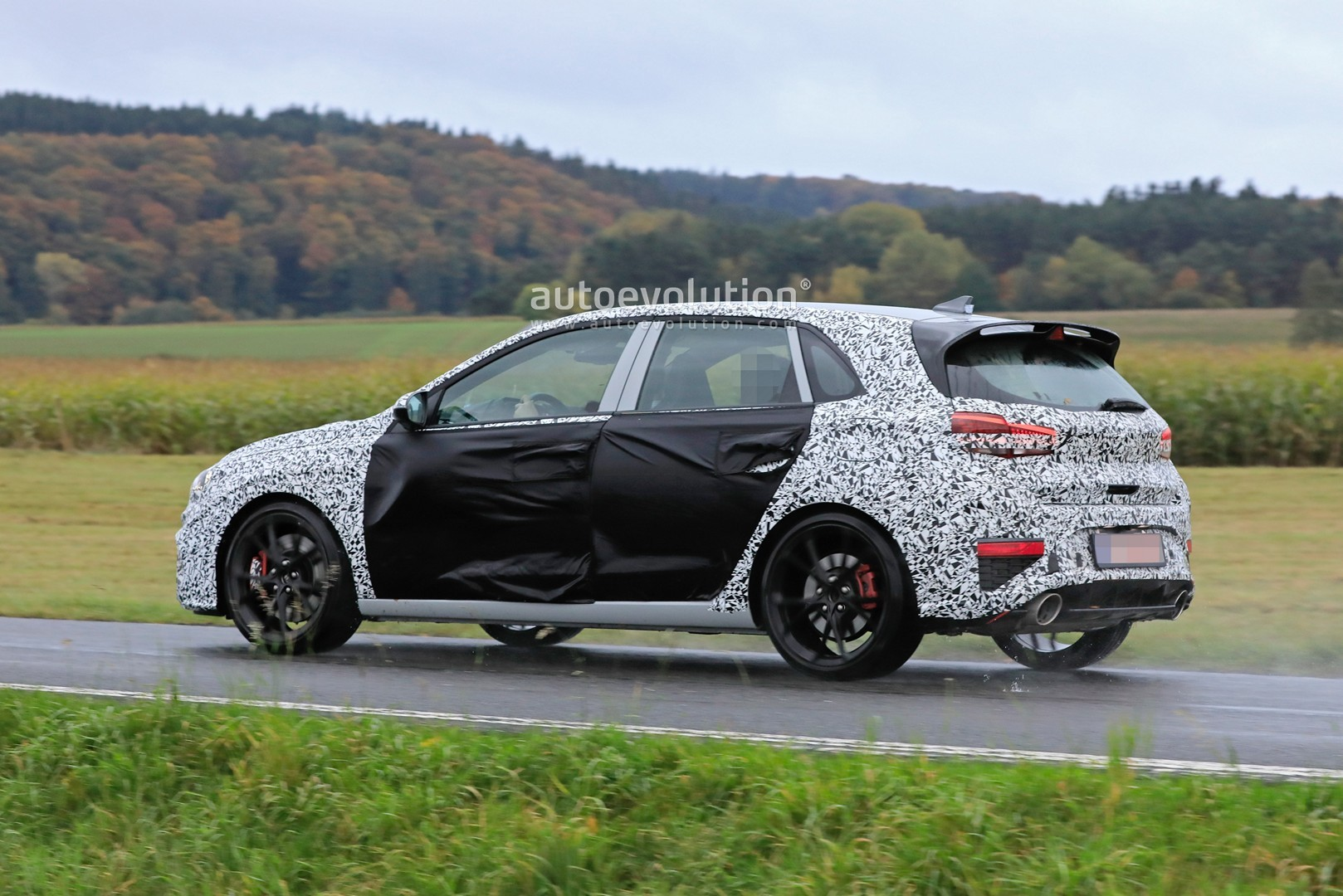 2020 - [Hyundai] I30 III 5p/SW/Fastback Facelift Hyundai-i30-n-facelift-spied-less-disguised-is-out-for-gti-blood_20