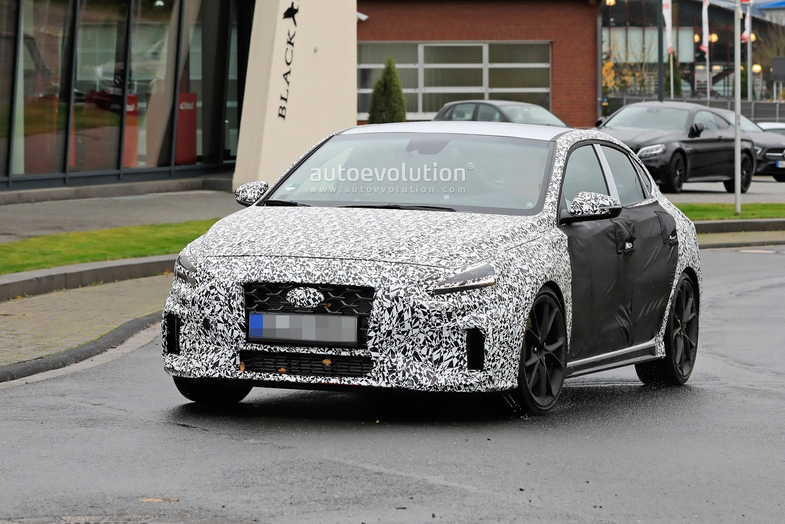 2020 - [Hyundai] I30 III 5p/SW/Fastback Facelift Hyundai-i30-n-facelift-spied-less-disguised-is-out-for-gti-blood_7