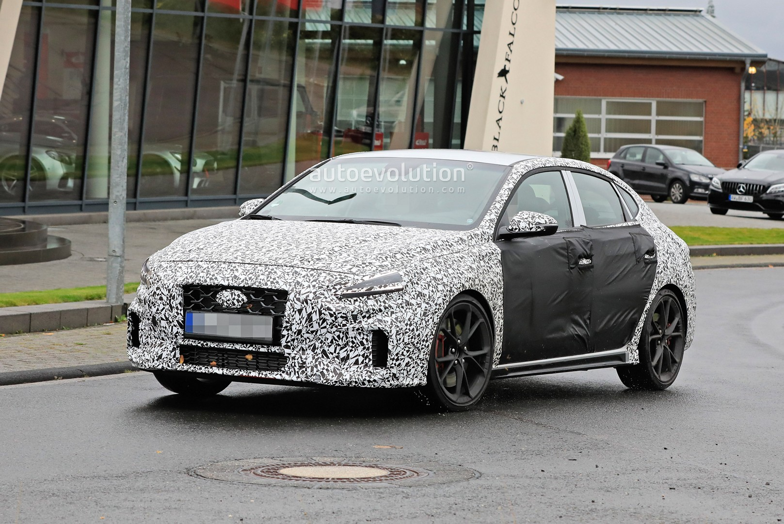 2020 - [Hyundai] I30 III 5p/SW/Fastback Facelift Hyundai-i30-n-facelift-spied-less-disguised-is-out-for-gti-blood_8