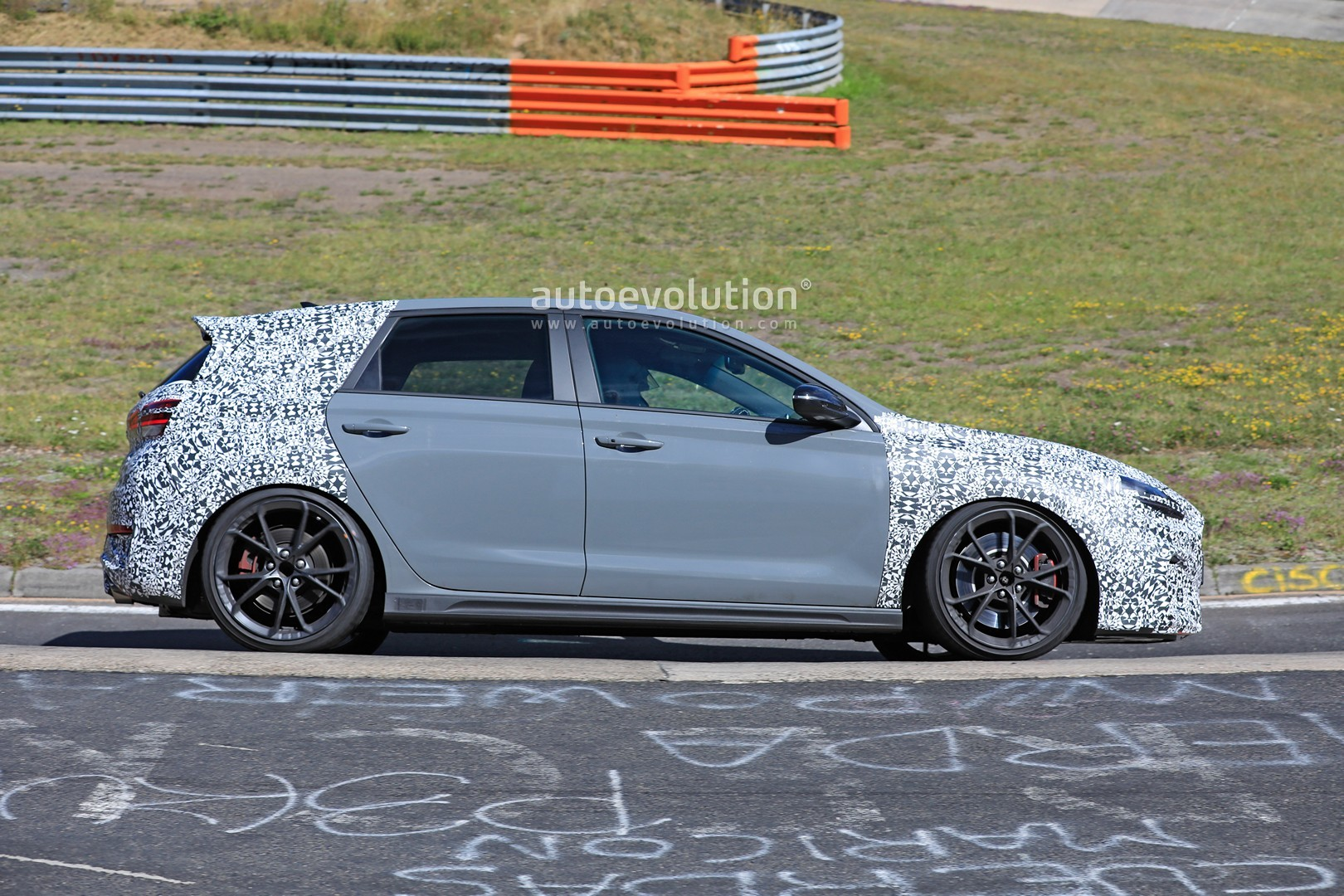 2020 - [Hyundai] I30 III 5p/SW/Fastback Facelift - Page 3 Hyundai-i30-n-facelift-spied-preparing-for-2021-fight-with-golf-gti_13