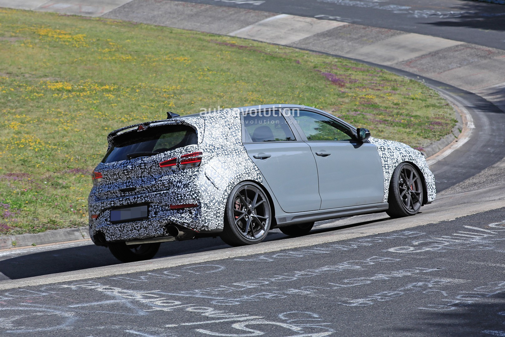 2020 - [Hyundai] I30 III 5p/SW/Fastback Facelift - Page 3 Hyundai-i30-n-facelift-spied-preparing-for-2021-fight-with-golf-gti_14