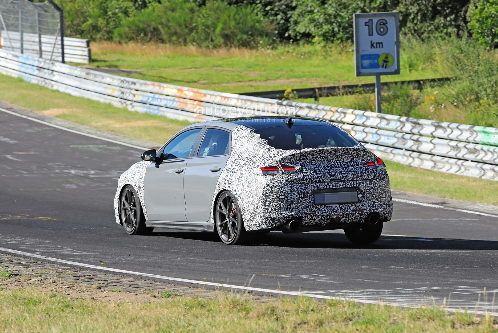 2020 - [Hyundai] I30 III 5p/SW/Fastback Facelift - Page 3 Hyundai-i30-n-facelift-spied-preparing-for-2021-fight-with-golf-gti_7