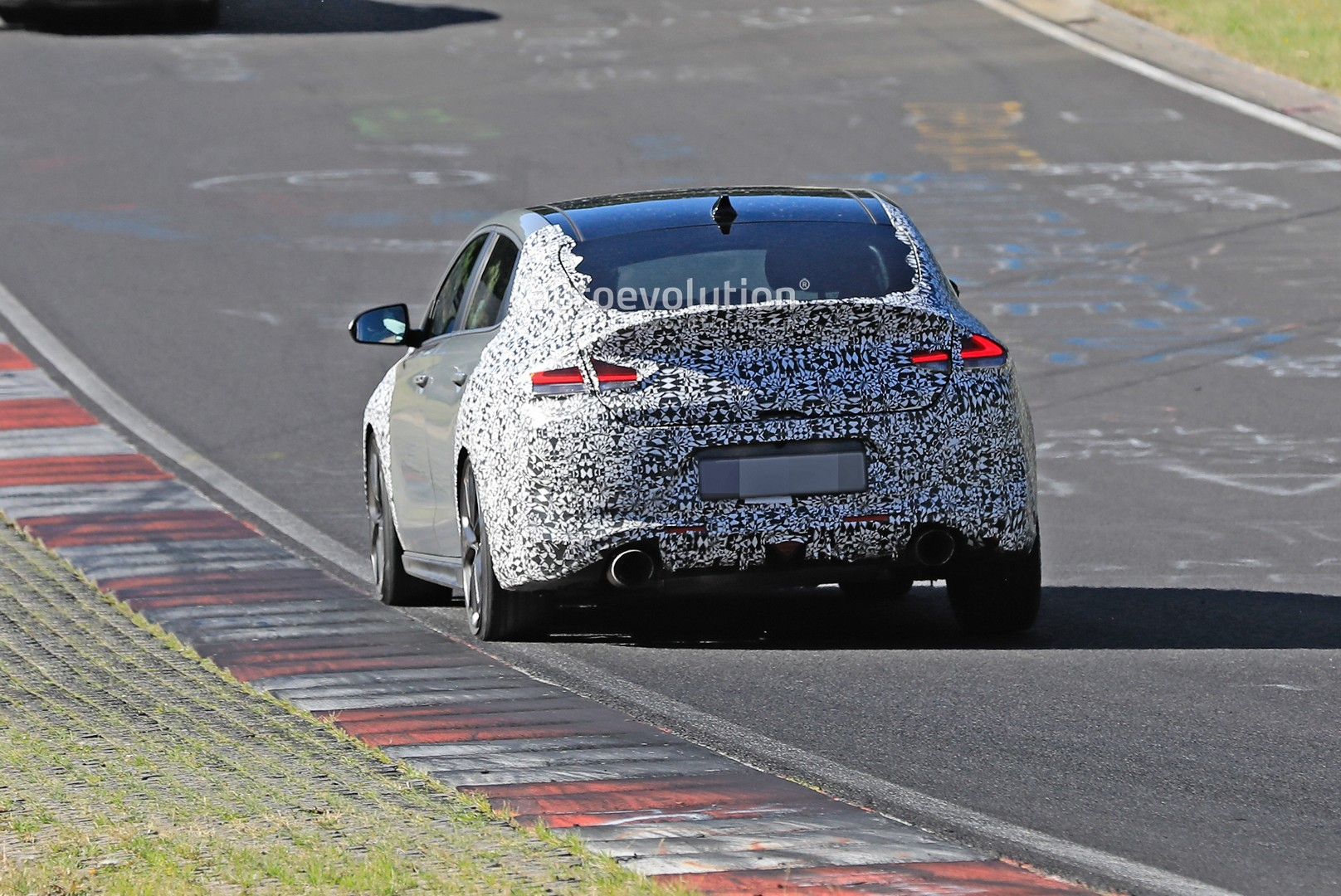 2020 - [Hyundai] I30 III 5p/SW/Fastback Facelift - Page 3 Hyundai-i30-n-facelift-spied-preparing-for-2021-fight-with-golf-gti_8