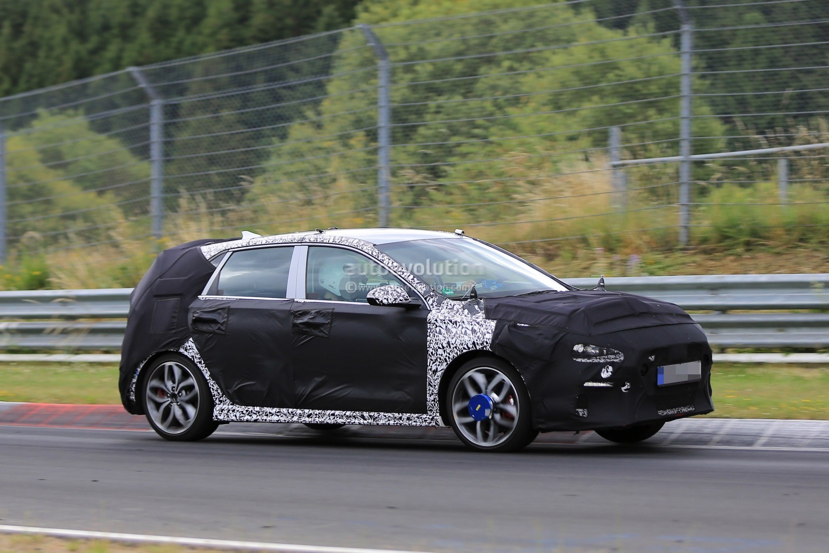 2017 hyundai i30 n spied on the nurburgring sounds nasty autoevolution. Black Bedroom Furniture Sets. Home Design Ideas