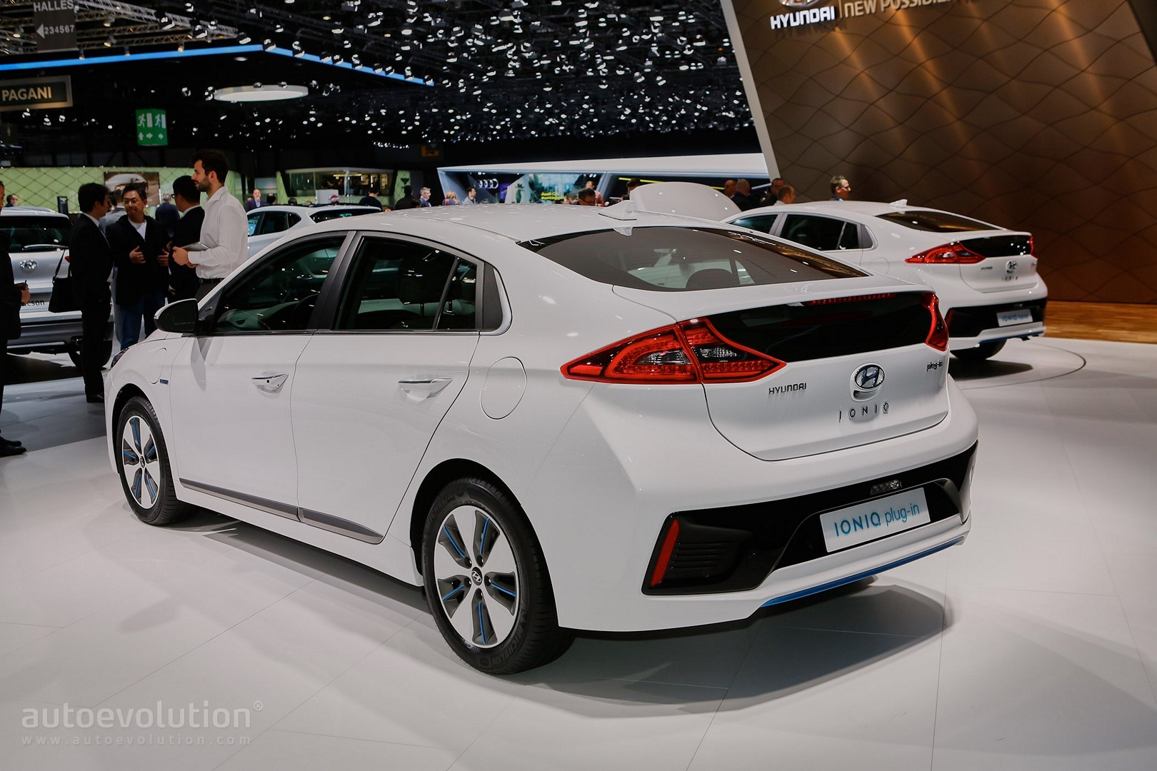 hyundai ioniq hybrid plug in and electric debut in geneva. Black Bedroom Furniture Sets. Home Design Ideas