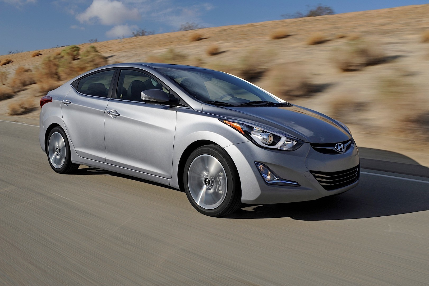 hyundai recalls 2013 elantra over brake pedal stopper pad autoevolution. Black Bedroom Furniture Sets. Home Design Ideas