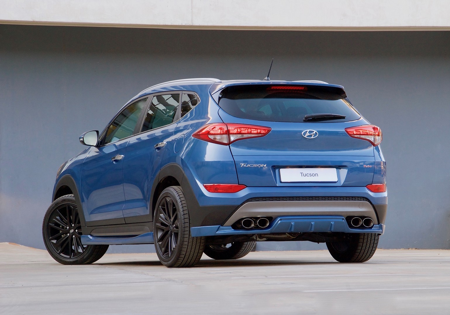 hyundai tucson sport has body kit quad pipes and 204 hp 1 6l turbo autoevolution. Black Bedroom Furniture Sets. Home Design Ideas