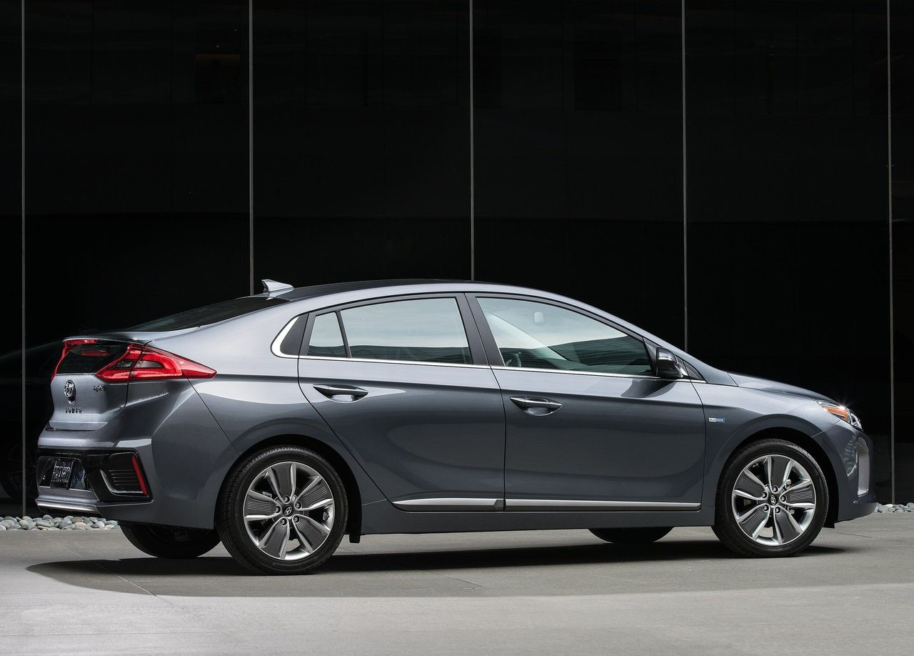 Hyundai Wants to Join the 200-Mile Club with 2019 Ioniq ...
