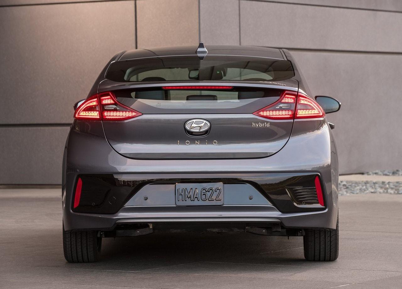 Hyundai Wants to Join the 200-Mile Club with 2019 Ioniq Electric Sedan - autoevolution