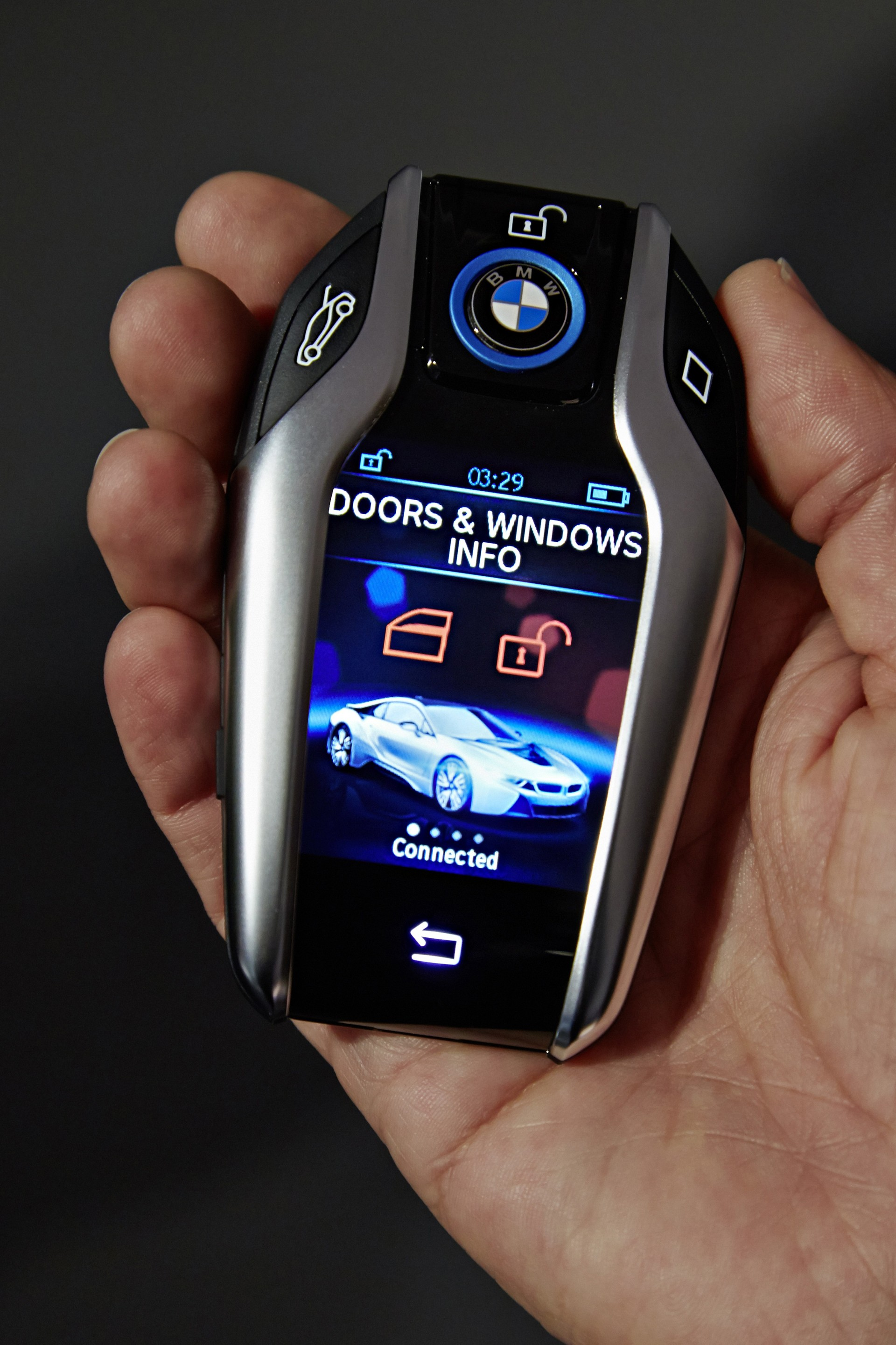 I8 Key Fob With 2 2 Quot Display Brought Out By Bmw At 2015