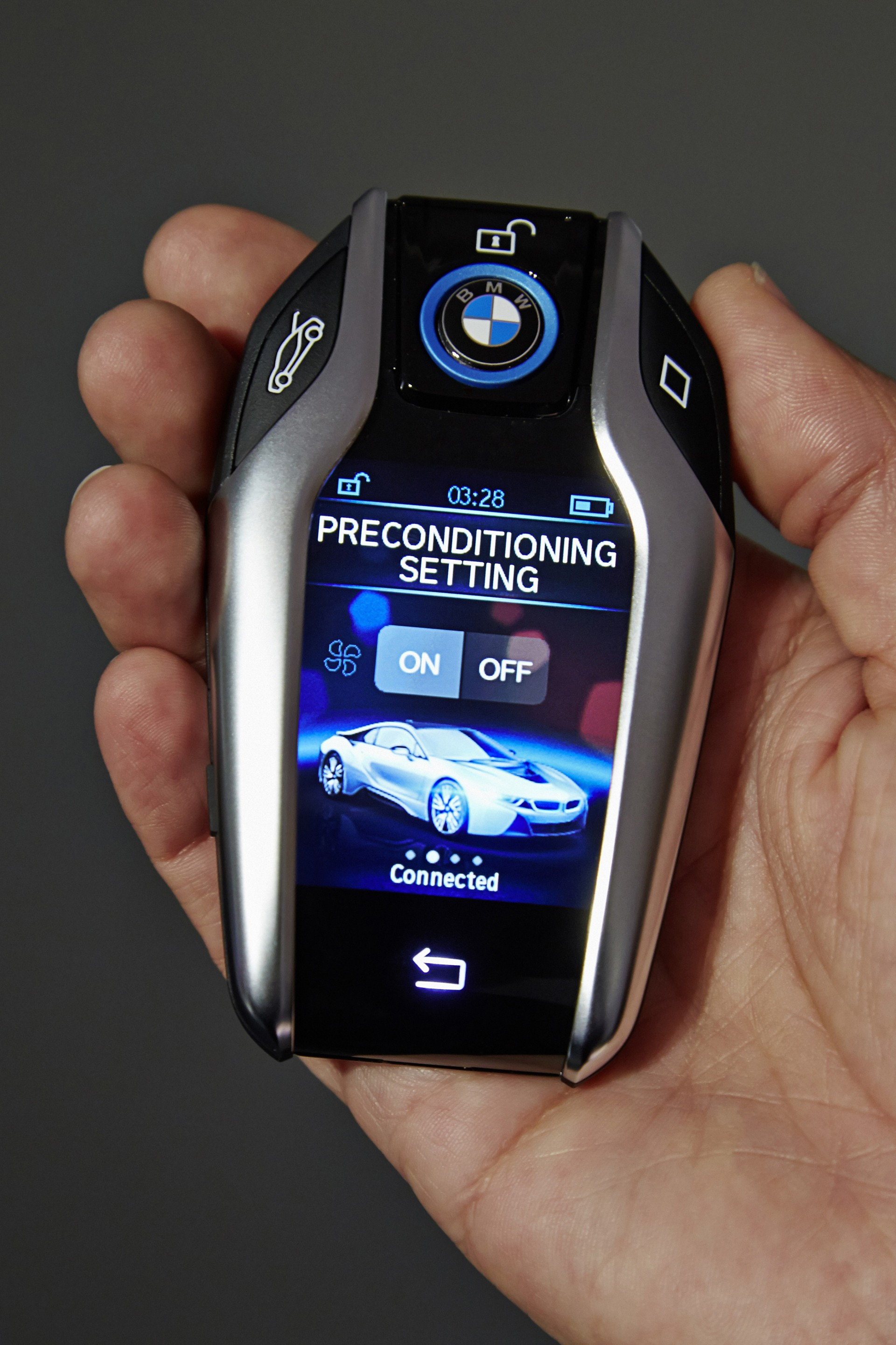 i8 key fob with 2 2 display brought out by bmw at 2015. Black Bedroom Furniture Sets. Home Design Ideas