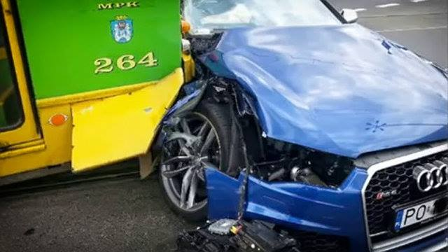 idiot audi rs6 driver crashes into tram looks like a write off autoevolution. Black Bedroom Furniture Sets. Home Design Ideas