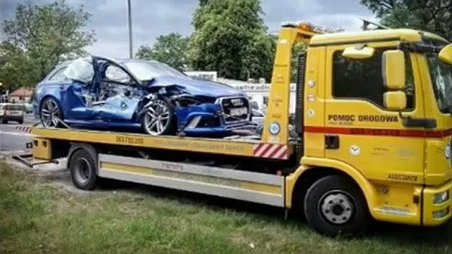 Idiot Audi Rs6 Driver Crashes Into Tram Looks Like A