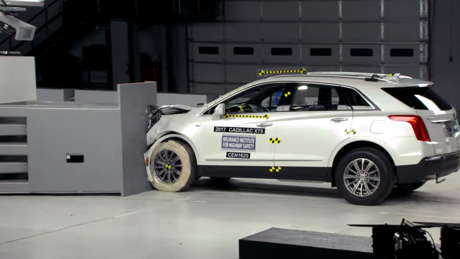 iihs crash tests cadillac xt5, rates it top safety pick+ - autoevolution