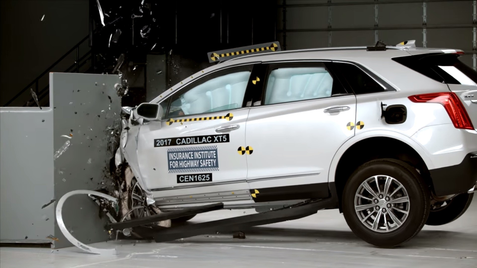 Iihs Crash Tests Cadillac Xt5 Rates It Top Safety Pick