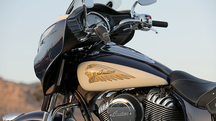 Indian Reveals 2015 Two Tone Graphics Option For The Chief