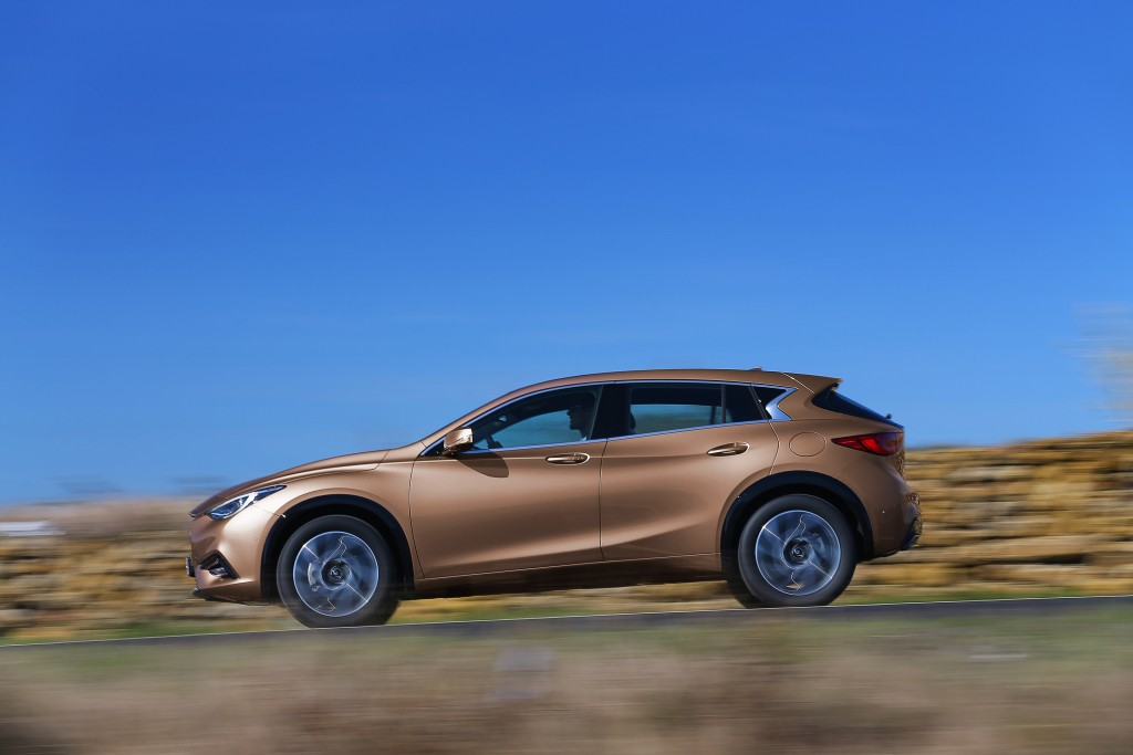 UPDATE: New Infiniti Q30 Reveals Itself in First Official