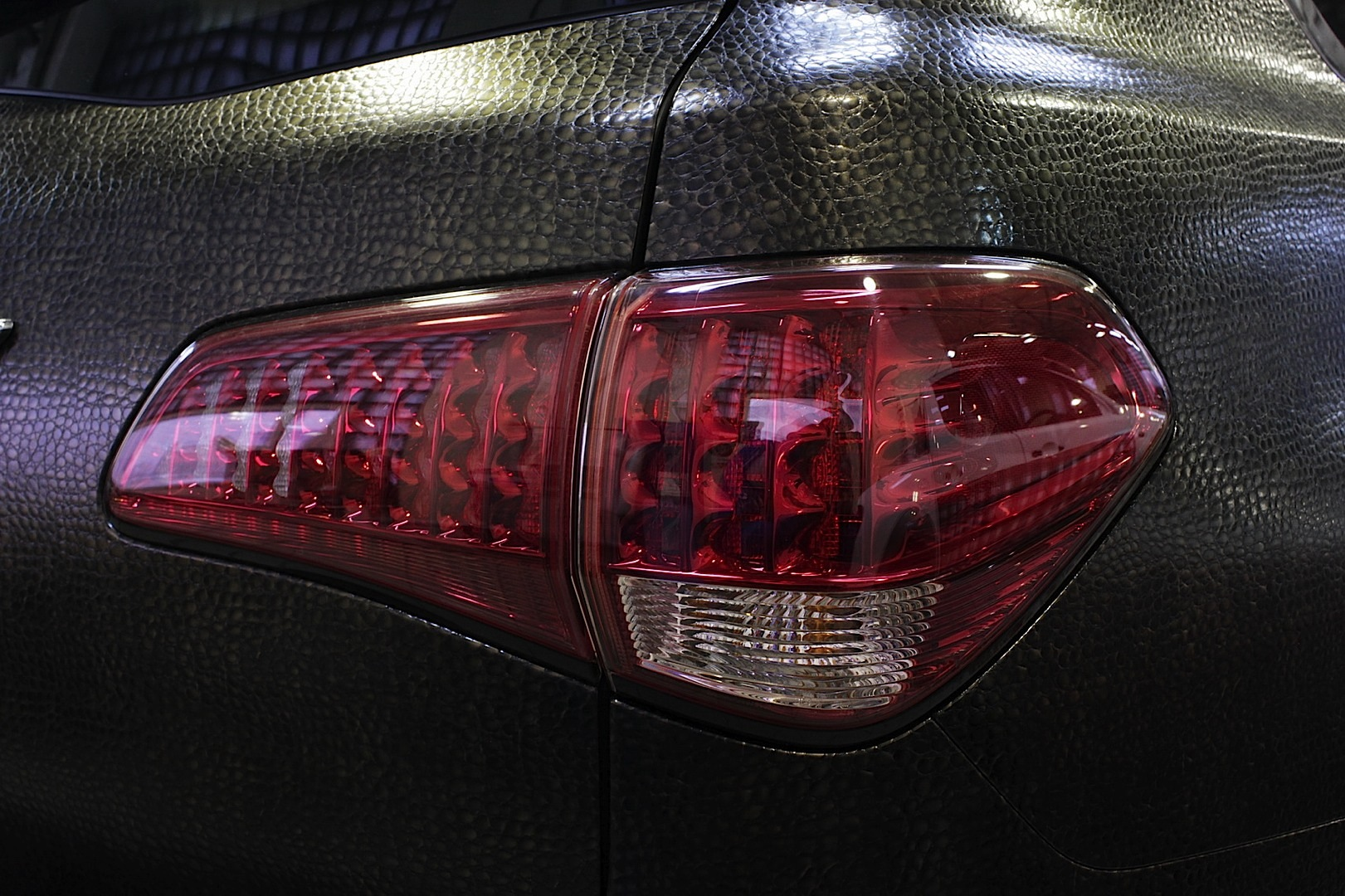 How Much To Paint A Car >> Infiniti QX Wrapped in Alligator Skin - autoevolution