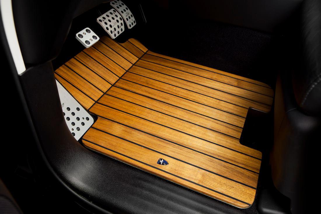 infiniti qx80 interior gets decked in teak wood trim autoevolution. Black Bedroom Furniture Sets. Home Design Ideas