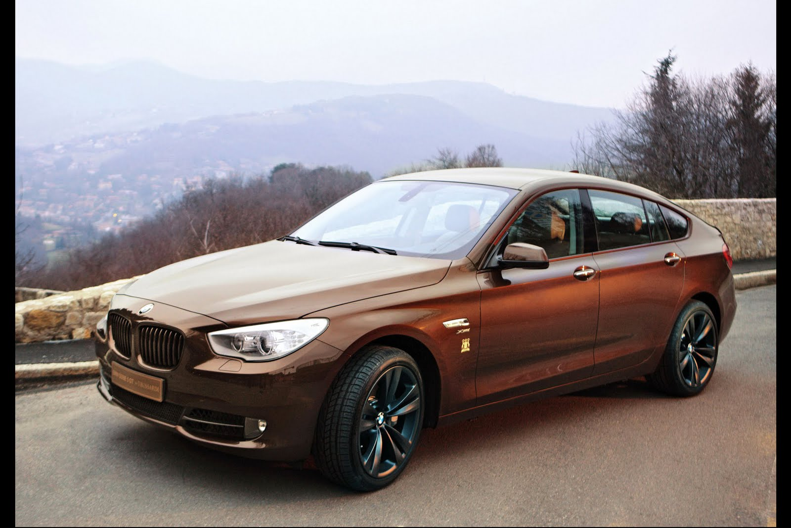 introducing bmw 5 series gt by trussardi autoevolution. Black Bedroom Furniture Sets. Home Design Ideas